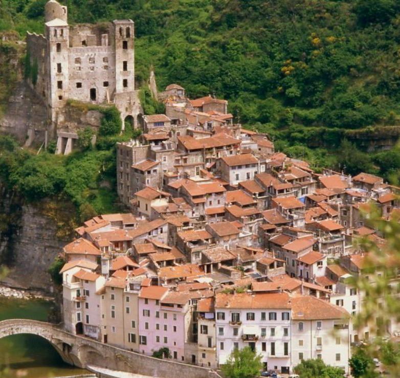 رومانسيه القرى الايطاليه القرون الوسطى